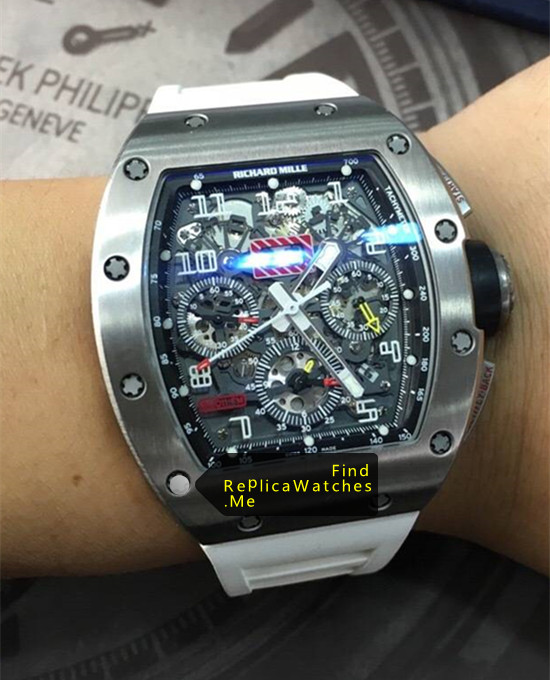 Replica Richard Mille RM 011-FM With White Rubber Strap on the Wrist
