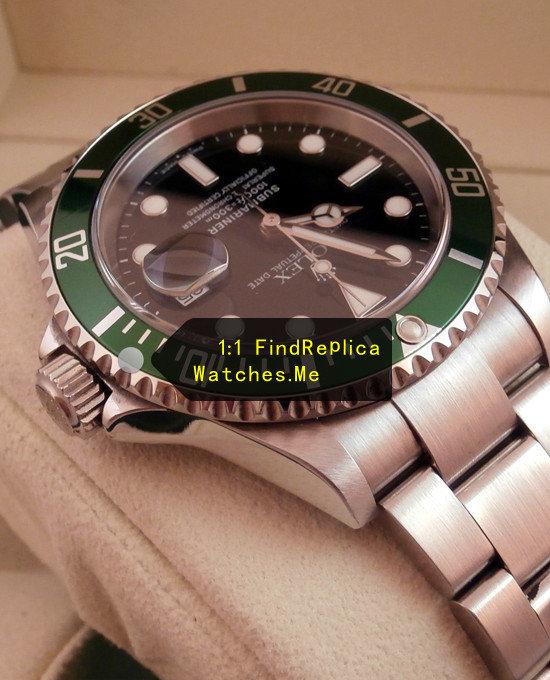 Fake Rolex Submariner 16610LV-93250 Blue Bezel With Black Face In-kind shooting