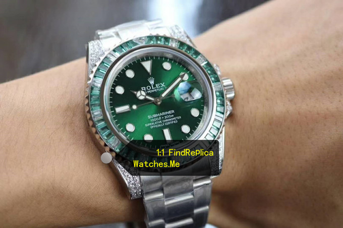 Replica Rolex Submariner Sapphire Geen 40MM On the wrist